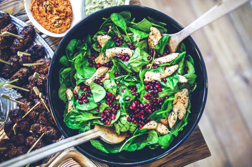 Gotowane i surowe sałatki z państw arabskich