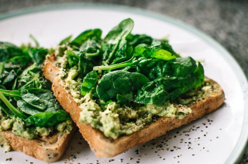 Sałatka warzywna, czyli sposób na kanapkę