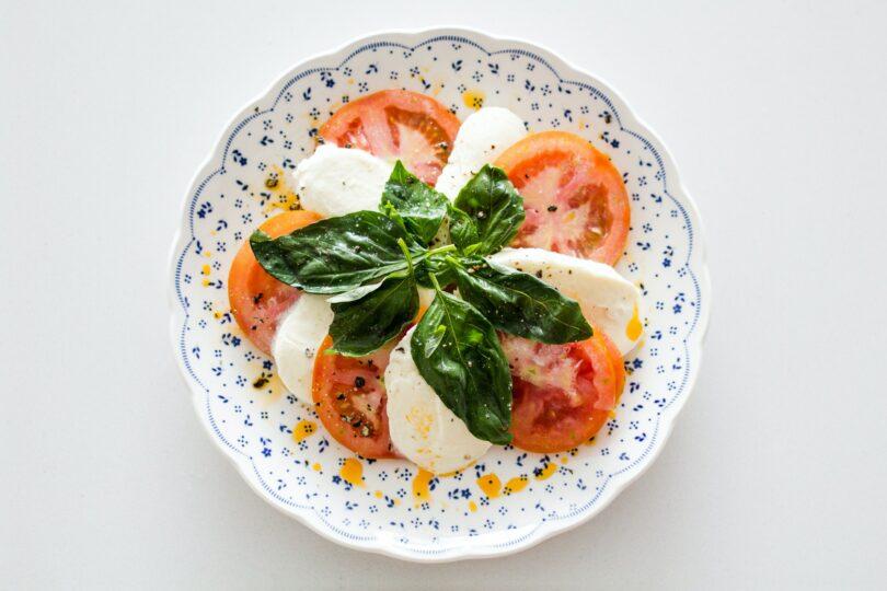 Sałatka na grilla z pomidorów